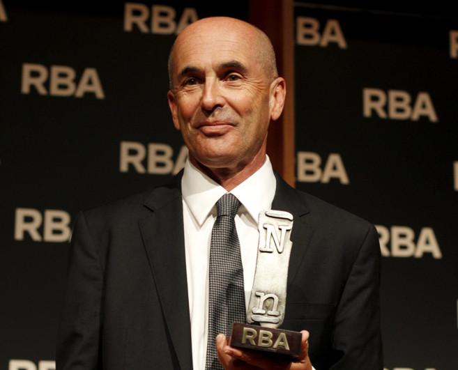 Don Winslow, este jueves con su premio en Barcelona.