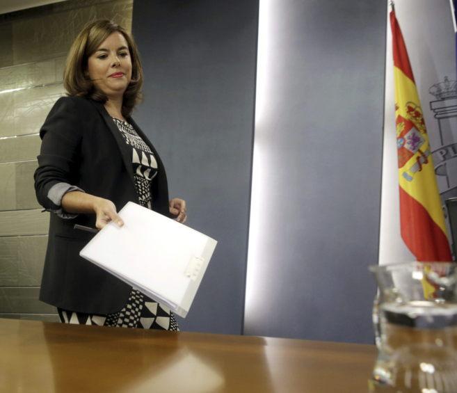 La vicepresidenta del Gobierno, Soraya Sáenz de Santamaría, llega a...