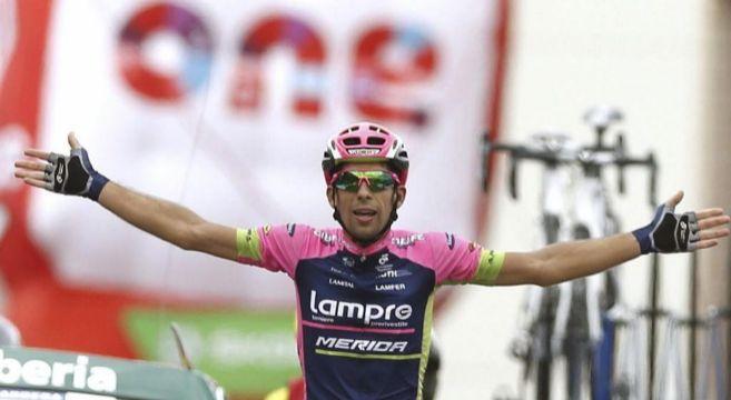Oliveira alza los brazos en la meta de Tarazona.