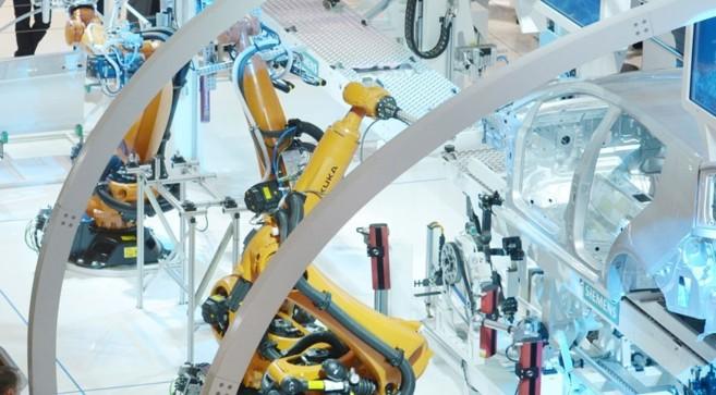 Brazos robóticos industriales presentados en la edición de 2014 de...
