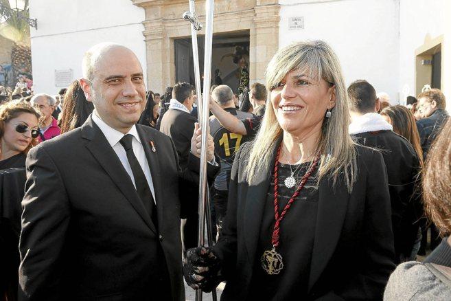 Gabriel Echávarri, junto a la hoy líder de la oposición, Asunción...
