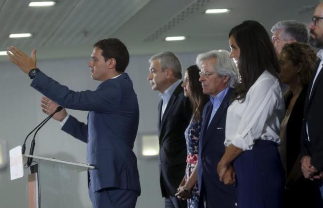 Albert Rivera, presidente de Ciudadanos, con Luis Garicano,...