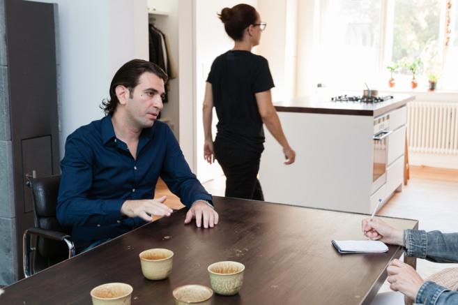 Mose, abogado sirio de 28 años, explica su experiencia en la casa de...