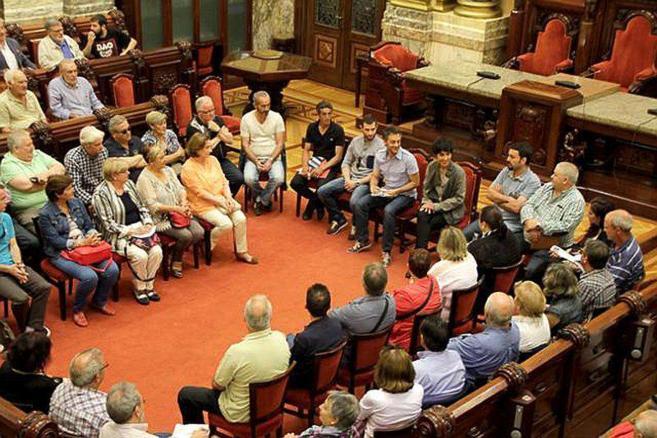 Xulio Ferreiro, alcalde de La Coruña, durante una reunión con...