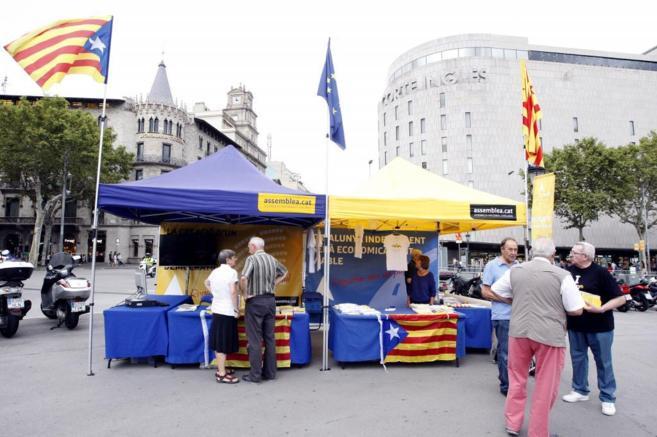 Carpa de la ANC de la Plaza de Cataluña de Barcelona.