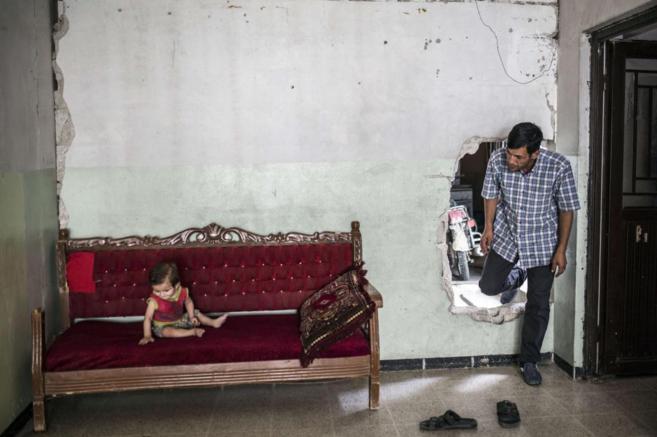 El padre de Aylan Kurdi, el niño ahogado en la playa, entra en la...