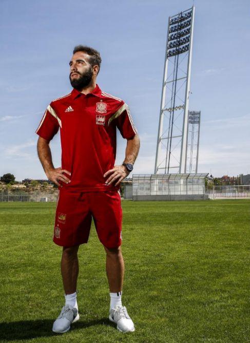 Carvajal posa en la Ciudad del Fútbol de Las Rozas.