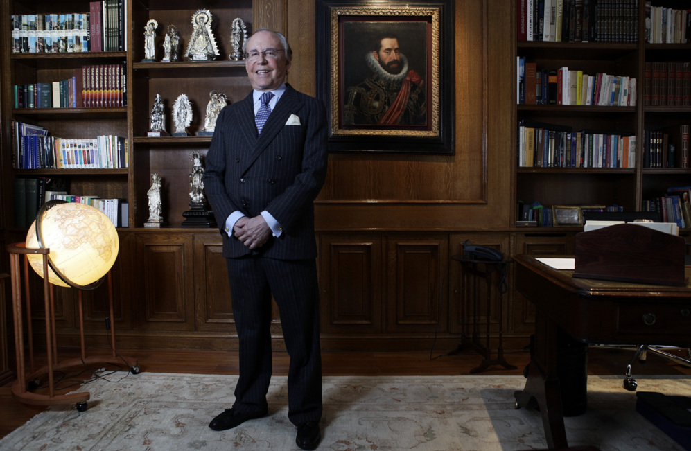 El carismático empresario José María Ruiz-Mateos posa en su...