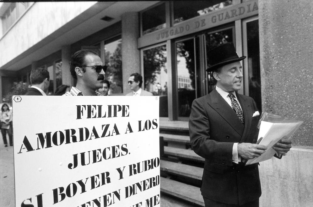 """""""Felipe amordaza a los jefes"""" así comenzaba el cartel con el que el..."""