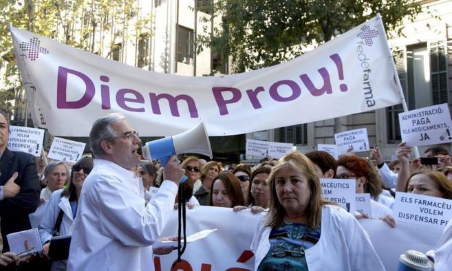 Farmacéuticos catalanes protestando por los retrasos en los pagos