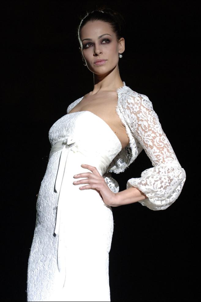 eva gonzález negocia con varias marcas nupciales su traje de novia