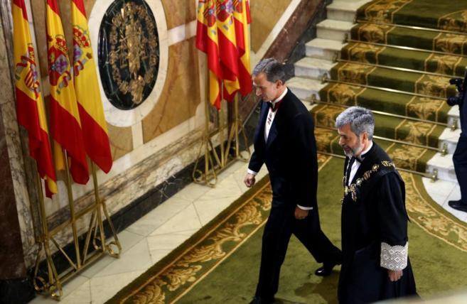 El Rey, con el presidente del Supremo y del CGPJ, Carlos Lesmes.