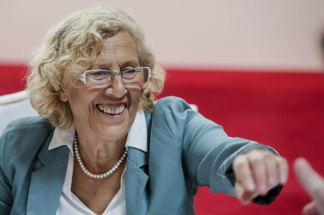 La alcaldesa, Manuela Carmena, antes de su participación en el foro...
