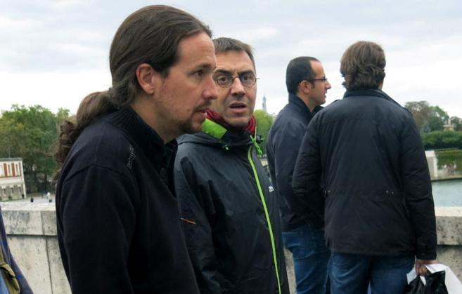 El secretario general de Podemos, Pablo Iglesias, en París