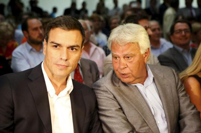 Pedro Sánchez con Felipe González, en la presentación de La Tercera...