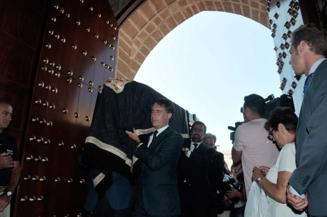 El féretro con los restos de José María Ruiz Mateos, trasladado por...
