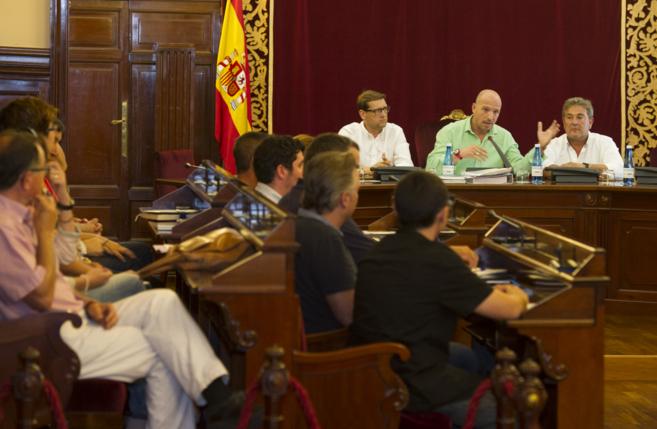 El diputado Mario García durante la reunión mantenida este...