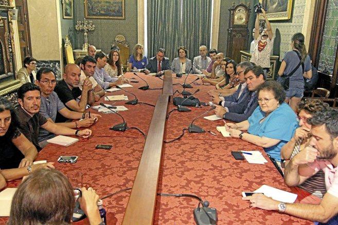 Participantes en la reunión de hoy en Sevilla para coordinar la ayuda...