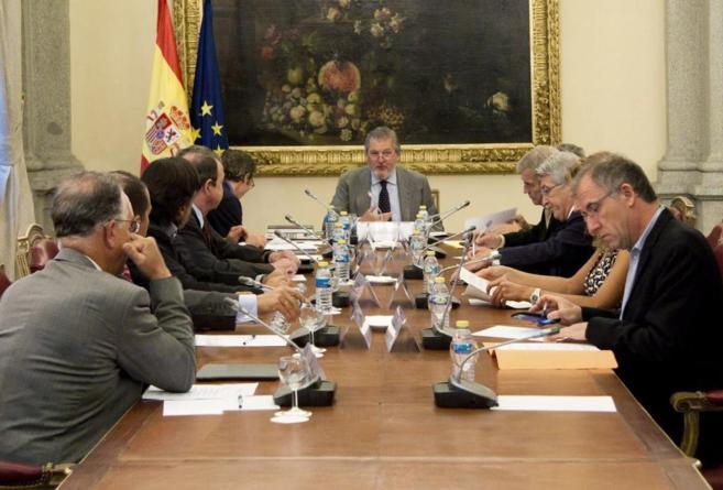 Méndez de Vigo, en su reunión con los representantes de las...