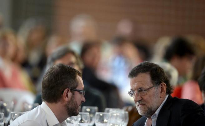 Javier Maroto y Mariano Rajoy, en Vitoria durante la campaña de las...