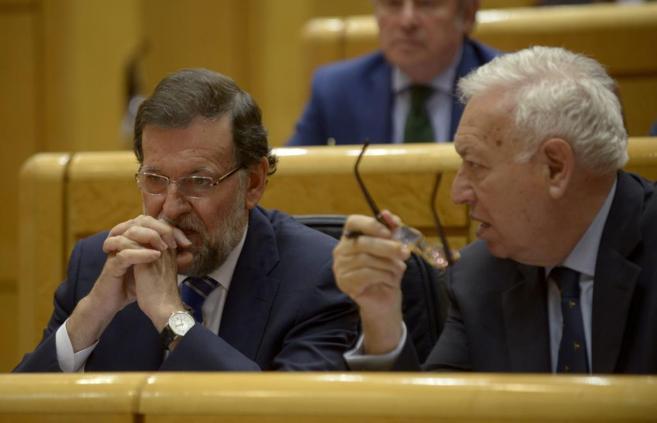 Mariano Rajoy y José Manuel García-Margallo, en un debate en el...