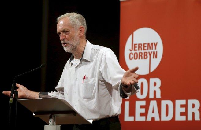 Jeremy Corbyn, candidato a liderar el partido laborista, durante un...