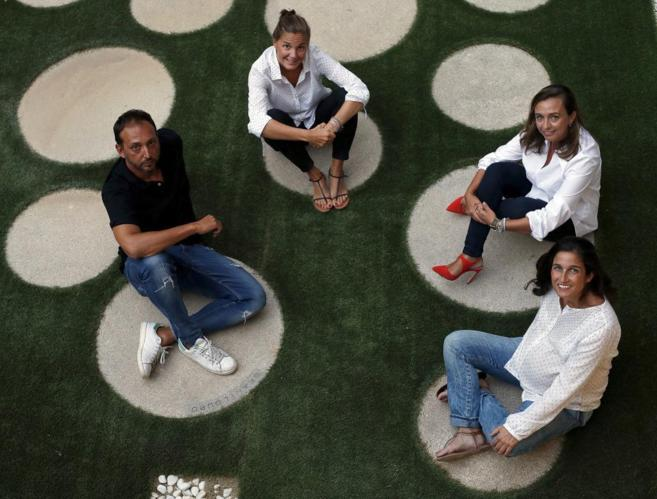 De izq a dcha, los diseñadores Juan Luis Medina, Alba Hurlé, Marta...