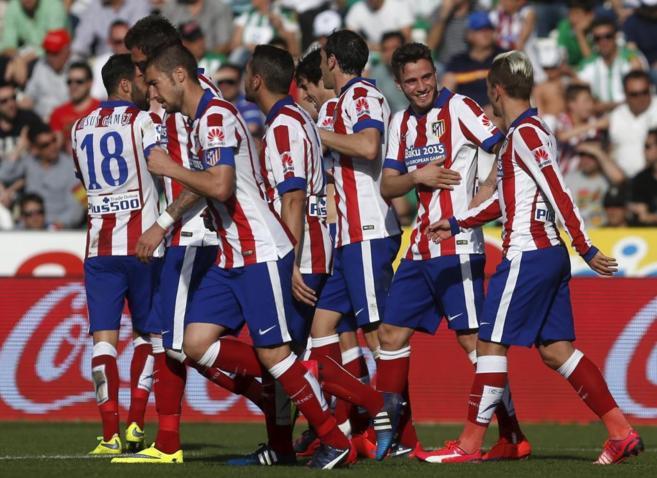 Los jugadores del Atlético celebran uno de los goles del equipo
