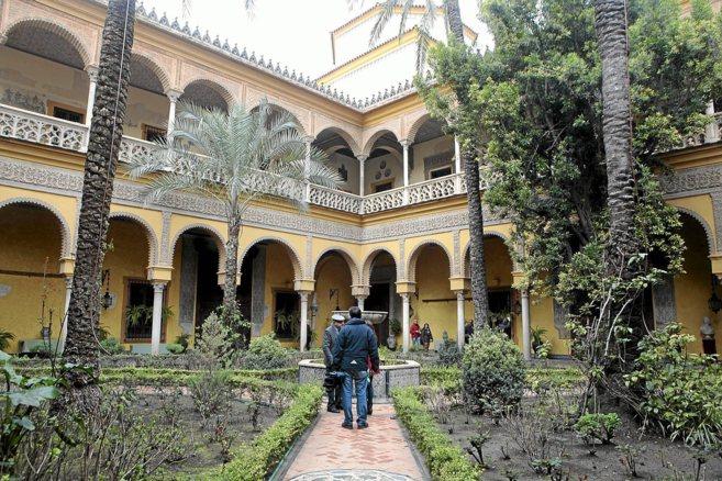 Uno de los jardines del Palacio de Dueñas abierto al público para un...