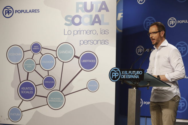 Javier Maroto durante una rueda de prensa ofrecida en la sede del PP...