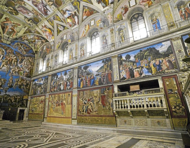 Tapices del Vaticano en la Capilla Sixtina.