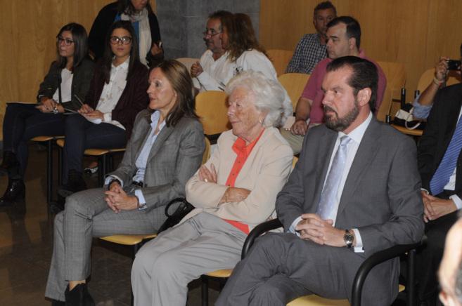 Henar Ortiz Álvarez, María del Carmen Álvarez del Valle (Menchu) y...