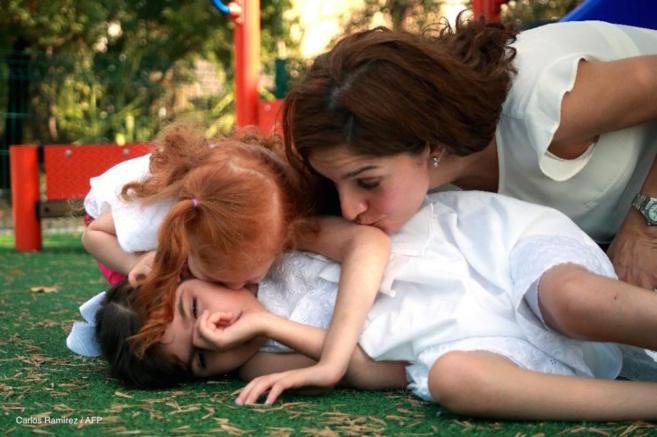 Graciela Elizalde con su madre y su hermana