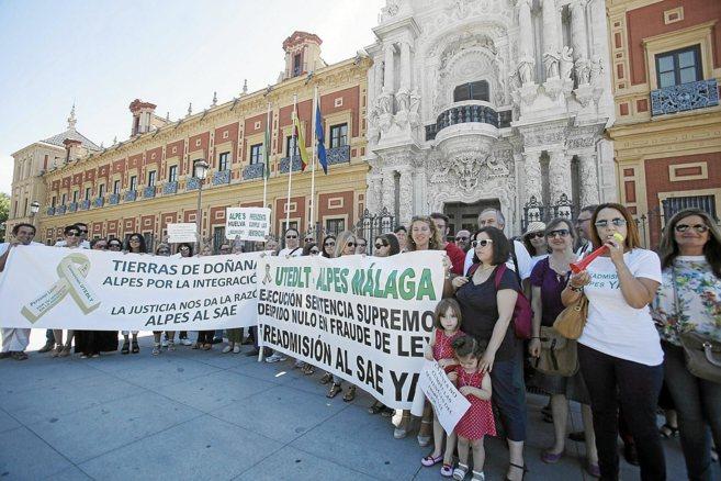 Concentración de protesta de los agentes locales de promoción de...