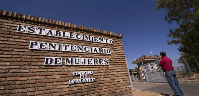 Puerta de la cárcel de Alcalá de Guadaíra, en Sevilla