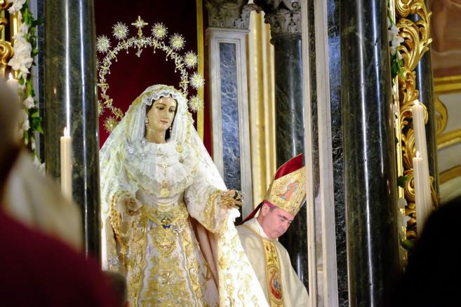 María Santísima del Rocío es coronada por el obispo de Málaga,...