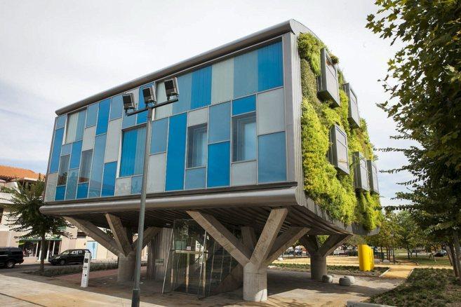 Edificio CSI-IDEA, de corte futurista, en Alhaurín de la Torre...
