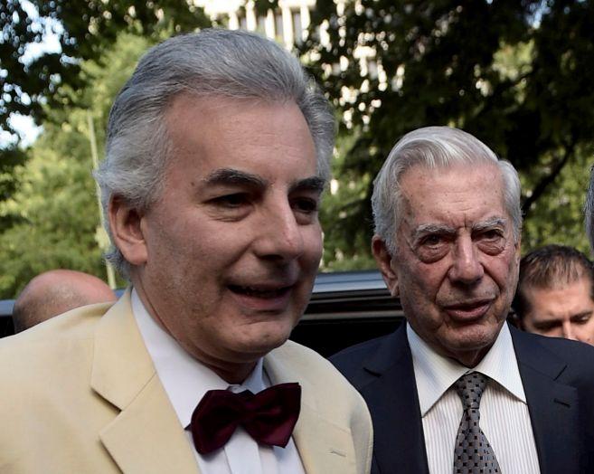 Álvaro (i) y Mario Vargas Llosa, en una imagen del pasado julio.