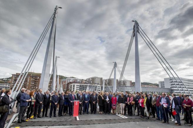 Juan María Aburto y Angel Toña inauguran el nuevo puente de Bilbao,...