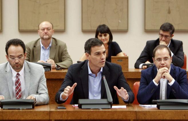 Antonio Hernando, Pedro Sánchez y César Luena hoy en el Congreso.