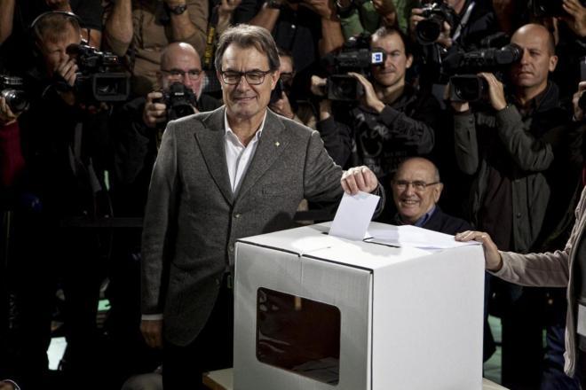 Artur Mas votando la consulta soberanista el 9 de noviembre de 2014 0574b73569274