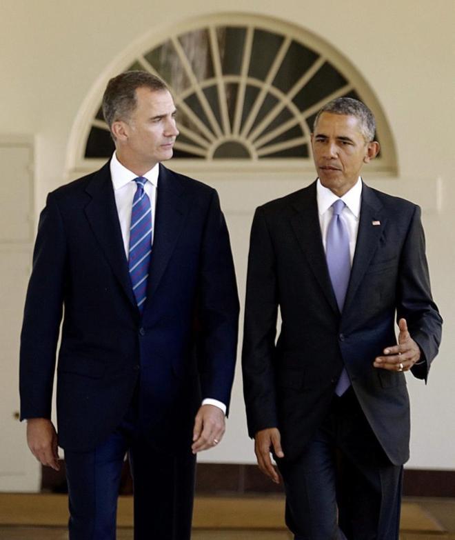 El Rey Felipe VI y Barack Obama, el martes, paseando durante su...