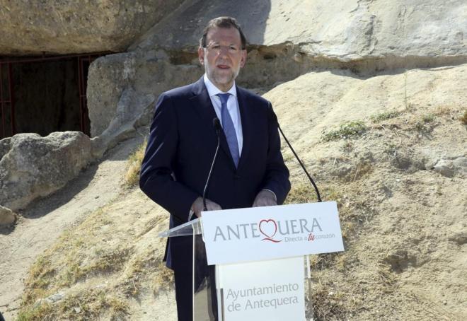 Mariano Rajoy, durante su visita al conjunto dolménico de Antequera...