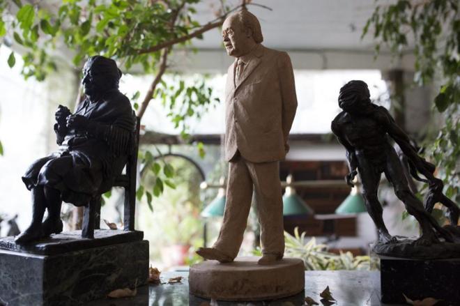 El modelo que el escultor Xavier Martos hizo de la estatua de Jordi...