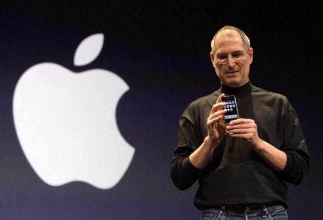 Steve Jobs, cofundador de Apple, en una presentación del iPhone en...