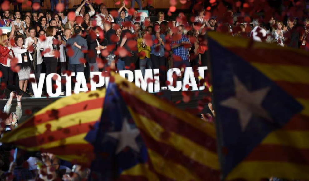 'Esteladas', la bandera independentista catalana, durante el mitin de...