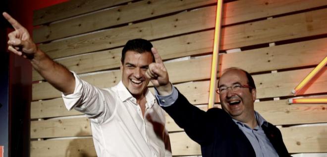 Pedro Sánchez y Miquel Iceta, en el acto de cierre de campaña en...