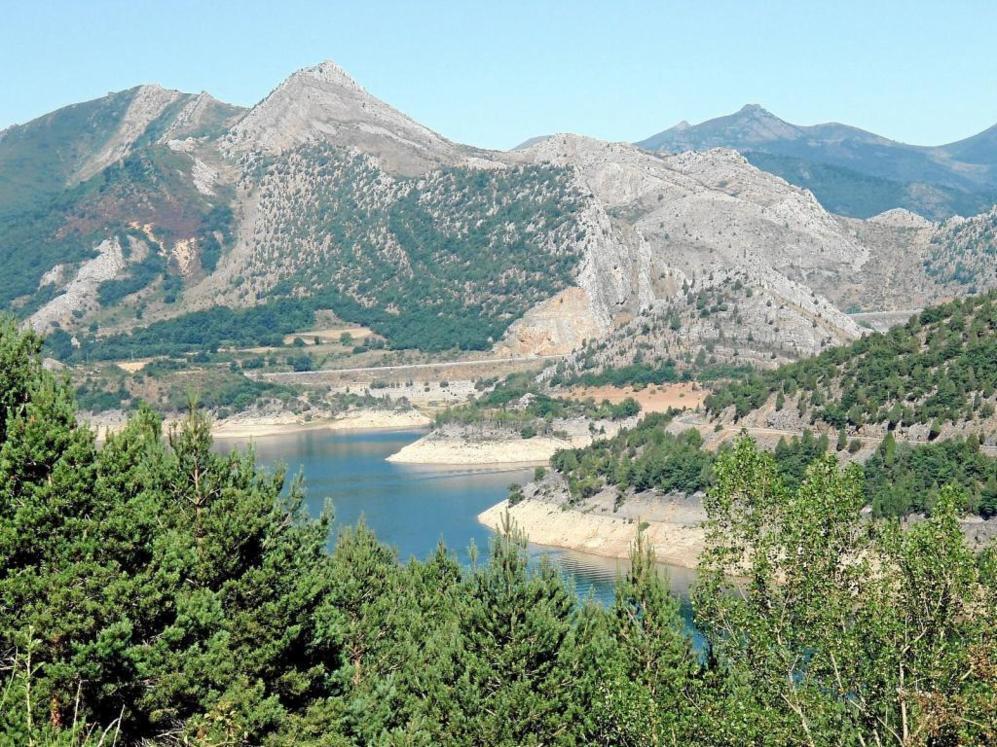 Vista del embalse de Barrios de Luna.
