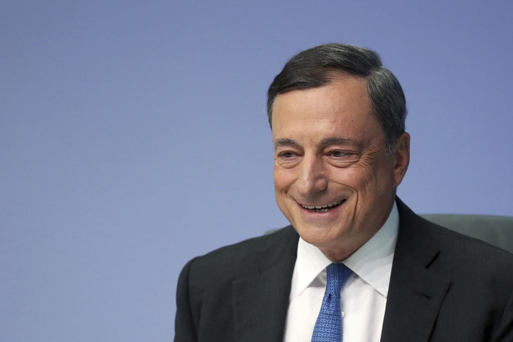 El presidente del Banco Central Europeo (BCE), Mario Draghi, ofrece...