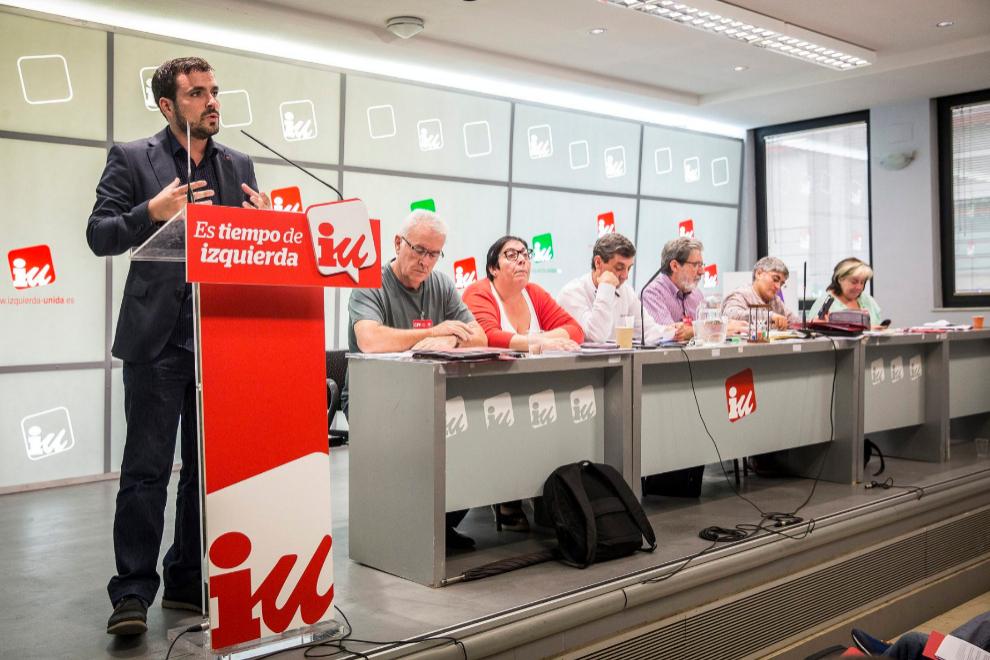 Alberto Garzón en el Consejo Político Federal de IU junto a Cayo...